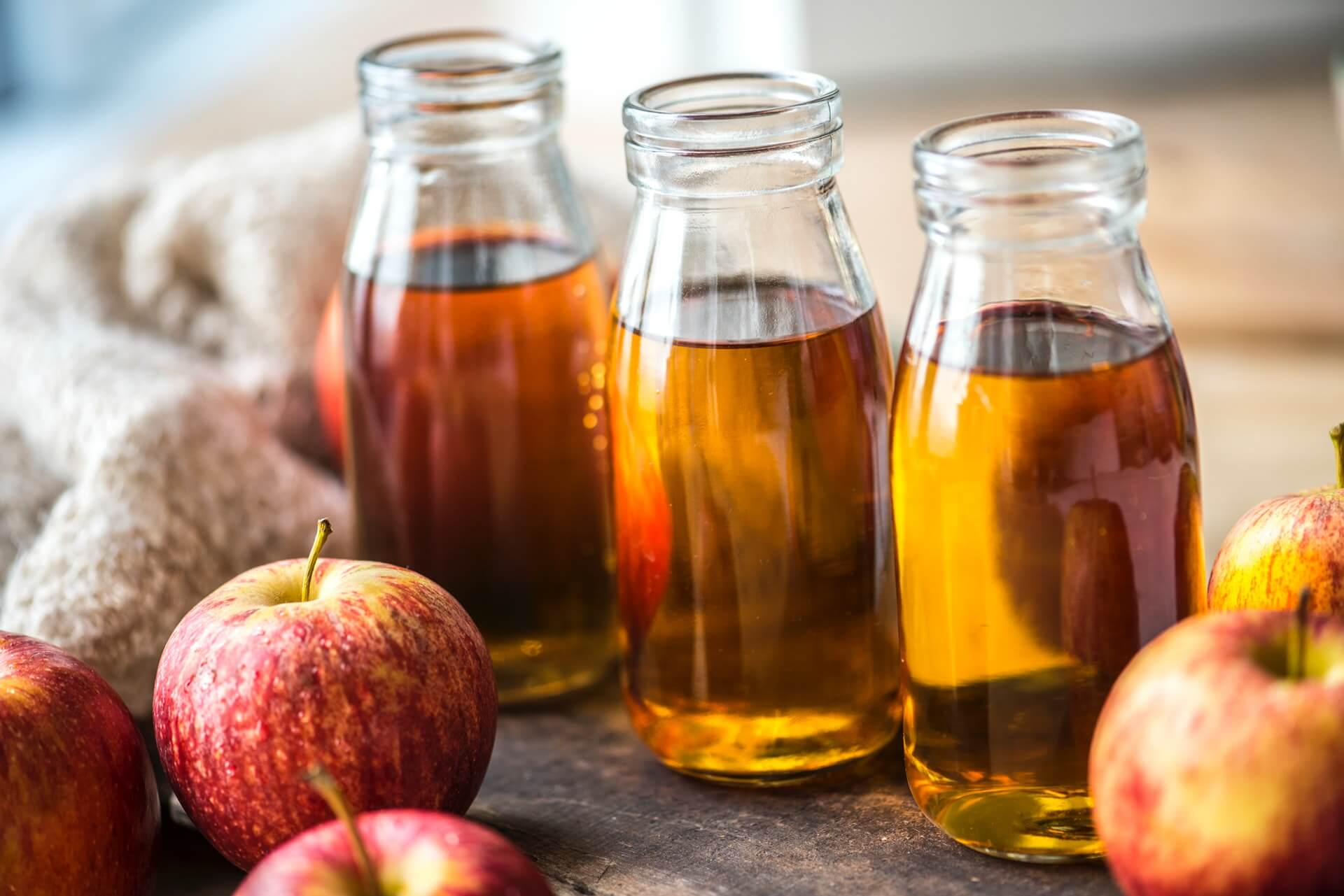 Чем полезен яблочный сок для женщин