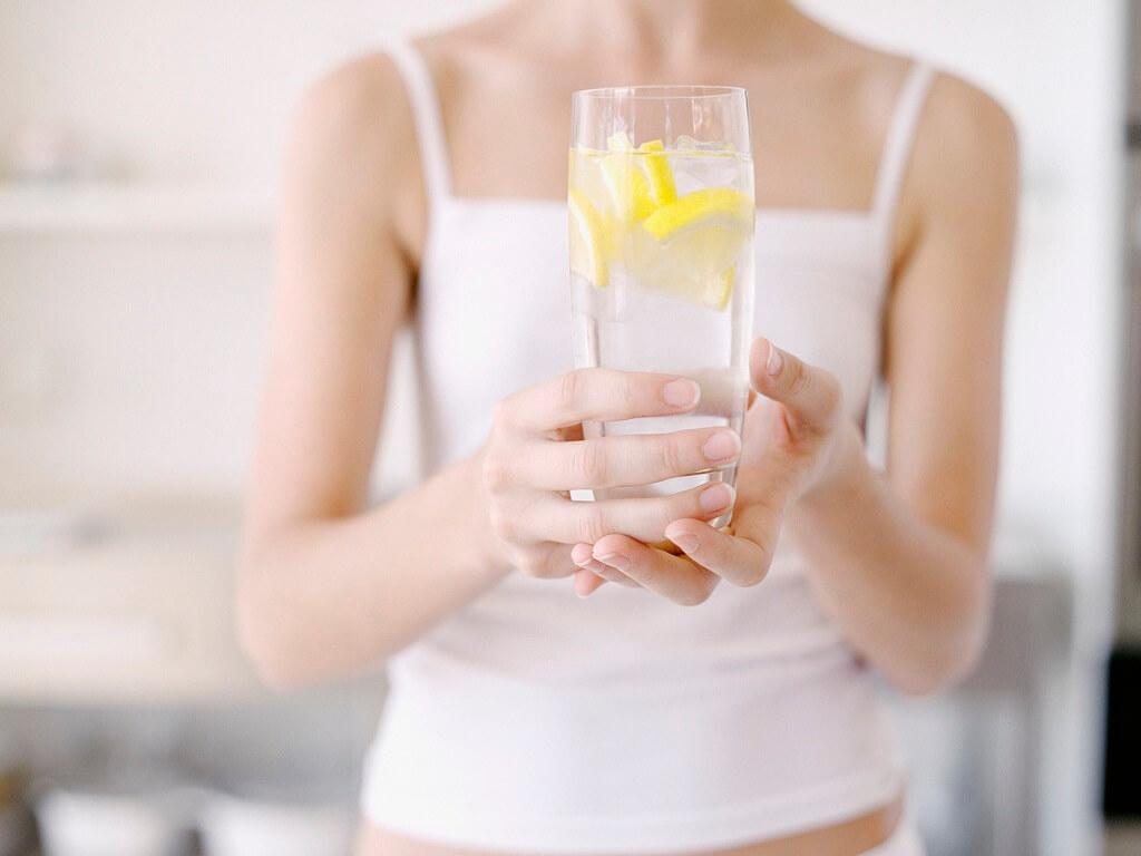Грушовый сок с лимоном и мандаринами