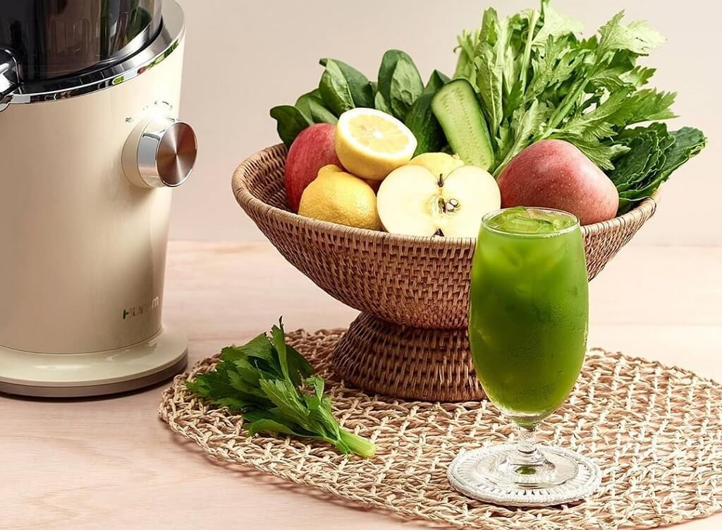Зеленый сок с лимоном